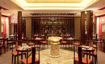 中式餐厅装修效果图,有一种向往自然的温馨感受