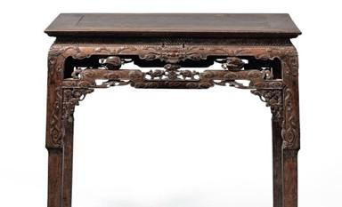 一起欣赏一件难得的清代紫檀雕龙纹供桌