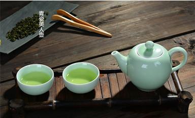 你的中式茶室应该添加一款清雅温润青瓷茶具了