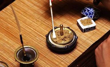 香炉带着独特的香味聆听香道的安定