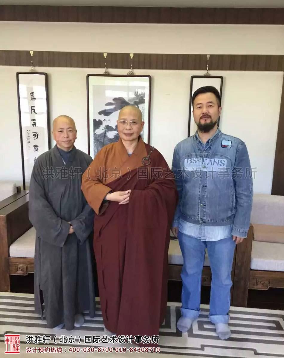 醒明师父(左) 、如瑞法师(中)、马志红(右)