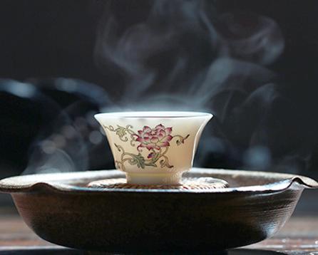 醉鹤逸幽鸣天籁,揽清风漫品香茗  中式茶馆的茶道妙韵