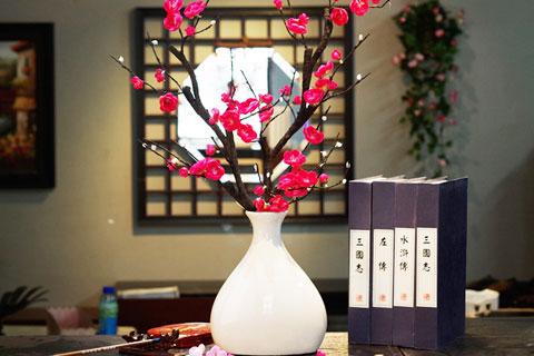 中式茶馆空间插花之美——倾盏尽瓯闻花香